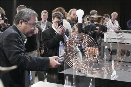 Experimenteller Versuchsaufbau zur kabellosen Stromversorgung von Intel mit einer Effizienz von 75 Prozent