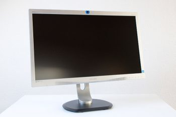 Philips 241p4qryes Monitor IMG 4066Schraegvorn