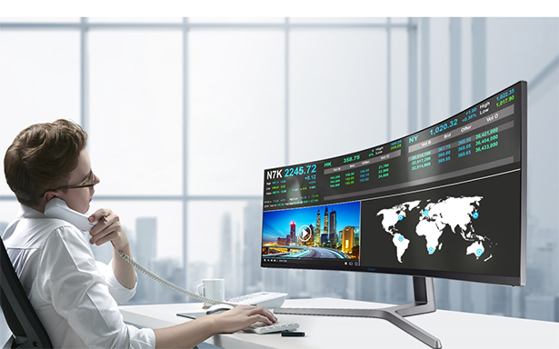 49 Zoll Gaming-Monitor Samsung CHG90 Im Business-Setup
