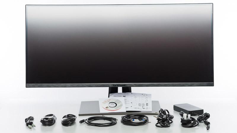 Lieferumfang mit allen Kabeln, Bedienungsanleitungen und Monitor