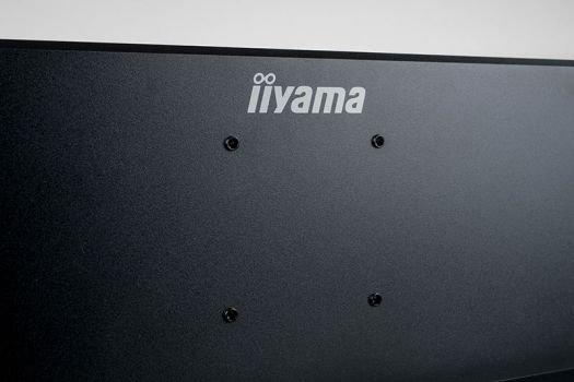 VESA-100-Bohrungen auf der Gehäuserückseite erlauben den Betrieb an alternativen Halterungen