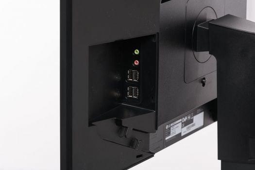 """Seitlicher Erker mit vier USB-2.0-Anschlüssen sowie einem Mikrofoneingang und PC-Audio-Ausgang des """"Thin Clients"""""""