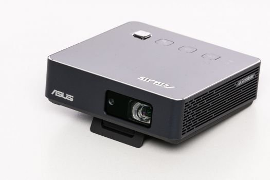 ASUS ZenBeam S2 in diagonaler Ansicht