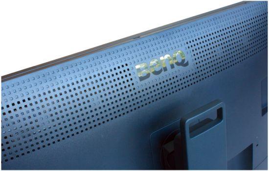 Rückseite des BenQ SW321C mit den Lüftungsschlitzen