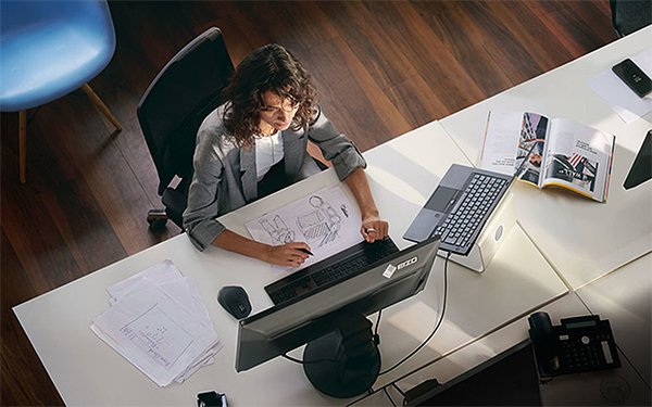 EIZO Clean Desk (Bild: EIZO)