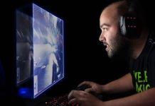 Gamer vor Bildschirm