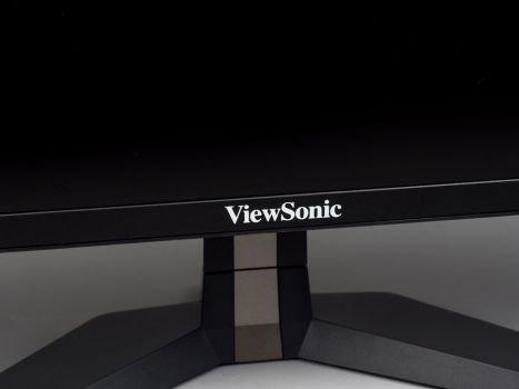 Großes aufgedrucktes Logo mittig am unteren Rahmen des ViewSonic VX2458-P-MHD