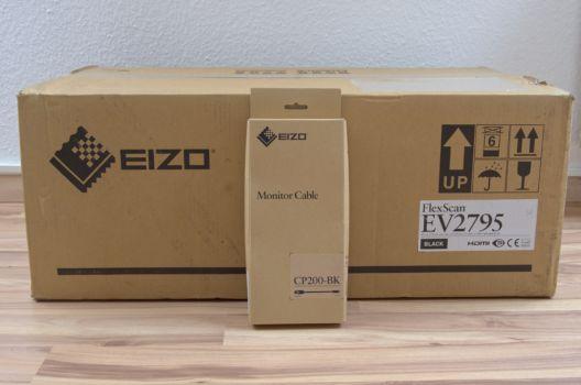 Schlichte Verpackung des Monitors und USB-C-auf-DisplayPort-Kabel
